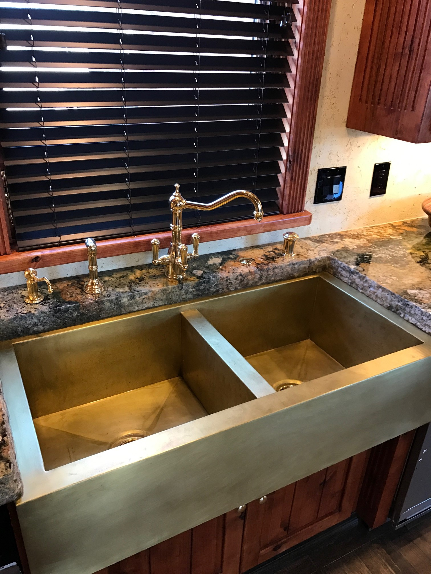 Double Basin Smooth Apron Farmhouse Sink in Burnished Brass