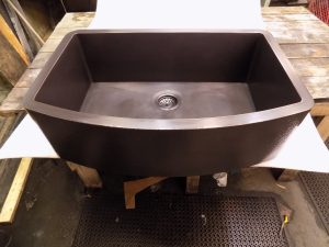 Oil-Rubbed Bronze Hammered Curved Apron Single Basin Sink